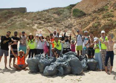 En Algérie : les jeunes se mobilisent contre la pollution en mer méditerranée