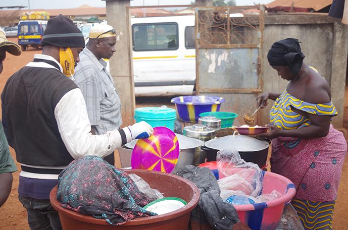 Grdr-vendeuses-de-rues-guinee-2020